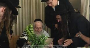 """הרב ליאור גלזר מבקר את הרב אליעזר ברלנד שליט""""א"""