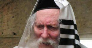 """הרב אליעזר ברלנד שליט""""א מוסר שיעור מיד עם הגעתו לחומה - התמונה באדיבות אהרון סולמונוביץ'"""