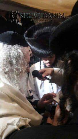 """הגה""""צ הרב אליעזר ברלנד שליט""""א מקדש בנשואי בת הרב מיכאל גול שליט""""א"""