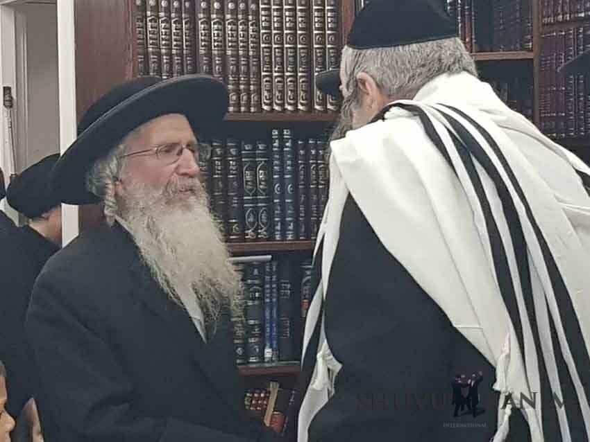 הרב ברלנד שליטא עם הסבא קדישא הרב יהשוע דב רובינשטיין שליטא