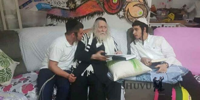 """הגה""""צ הרב אליעזר ברלנד שליט""""א בחוג בית אצל משפחת אלמקייס בירושלים"""