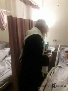 """הגה""""צ הרב אליעזר ברלנד שליט""""א בביקור חולים בבית החולים זיו"""