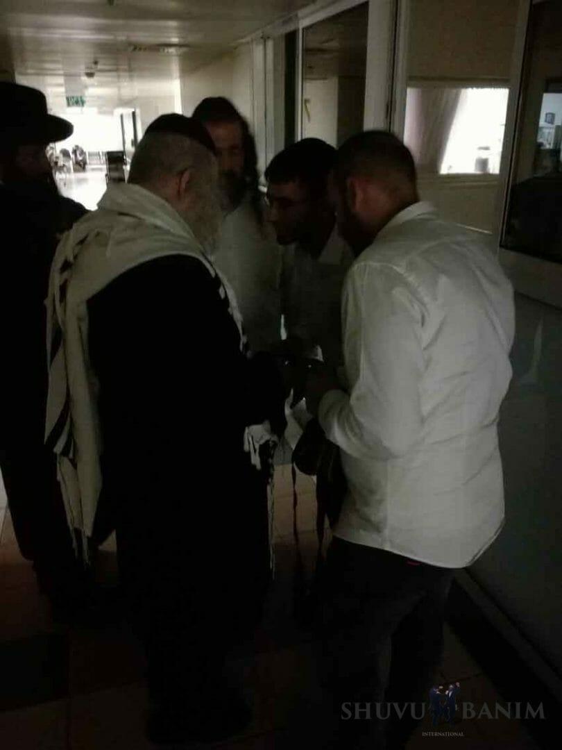"""הגה""""צ הרב אליעזר ברלנד שליט""""א בביקור חולים בבית חולים זיו שבצפת"""