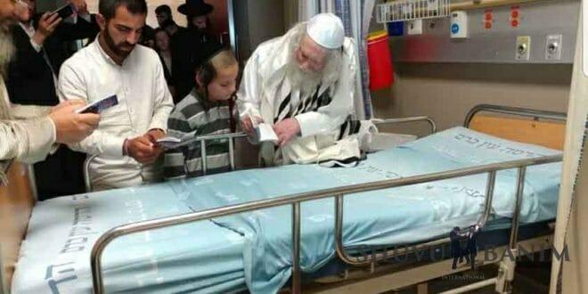"""הגה""""צ הרב אליעזר ברלנד שליט""""א בביקור חולים בבית החולים הדסה עין כרם"""