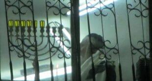"""כ""""ק הגה""""צ הרב אליעזר ברלנד שליט""""א בהדלקת נר חמישי של חנוכה בביתו שבחומה השלישית 3 - תשע""""ט"""