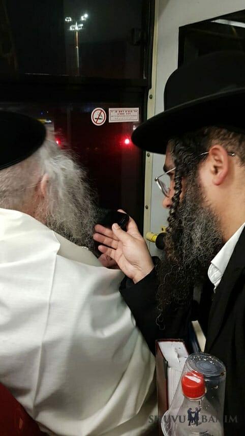 """כ""""ק הגה""""צ הרב אליעזר ברלנד שליט""""א בשדה התעופה שדה דב בדרך למסע הקודש לאילת"""