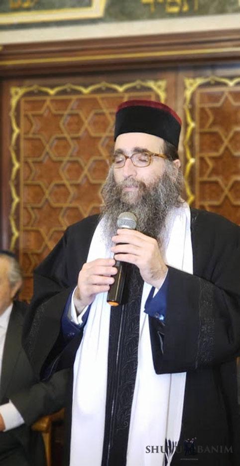 """כ""""ק האדמו""""ר רבי יאשיהו פינטו ראש אבות בתי הדין של הקהילה היהודית במרוקו במעמד ההכתרה"""