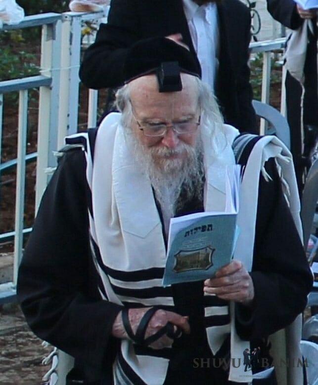 ר' אליהו סוכות בתפילות להצלחת עם ישראל