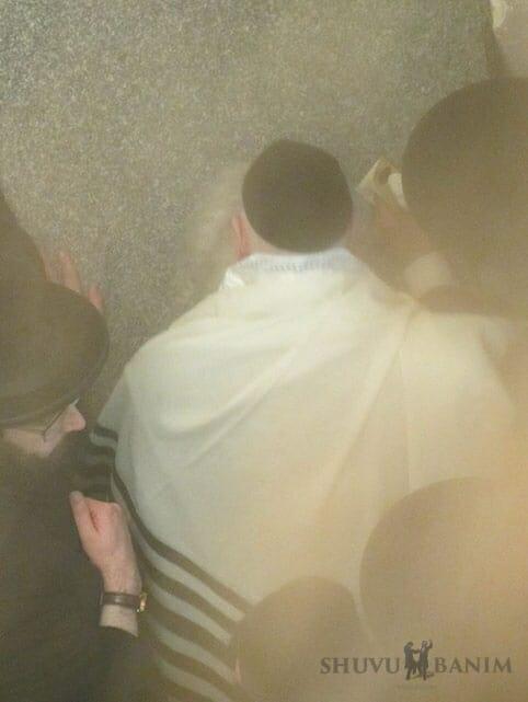 Rabbi Berland at Rebbe Nachman's Tomb
